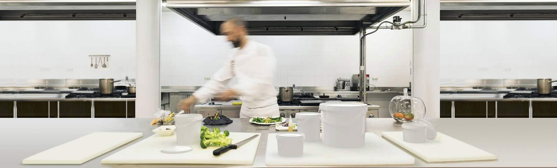 Opakowania plastikowe Plast-box używane w branży spożywczej